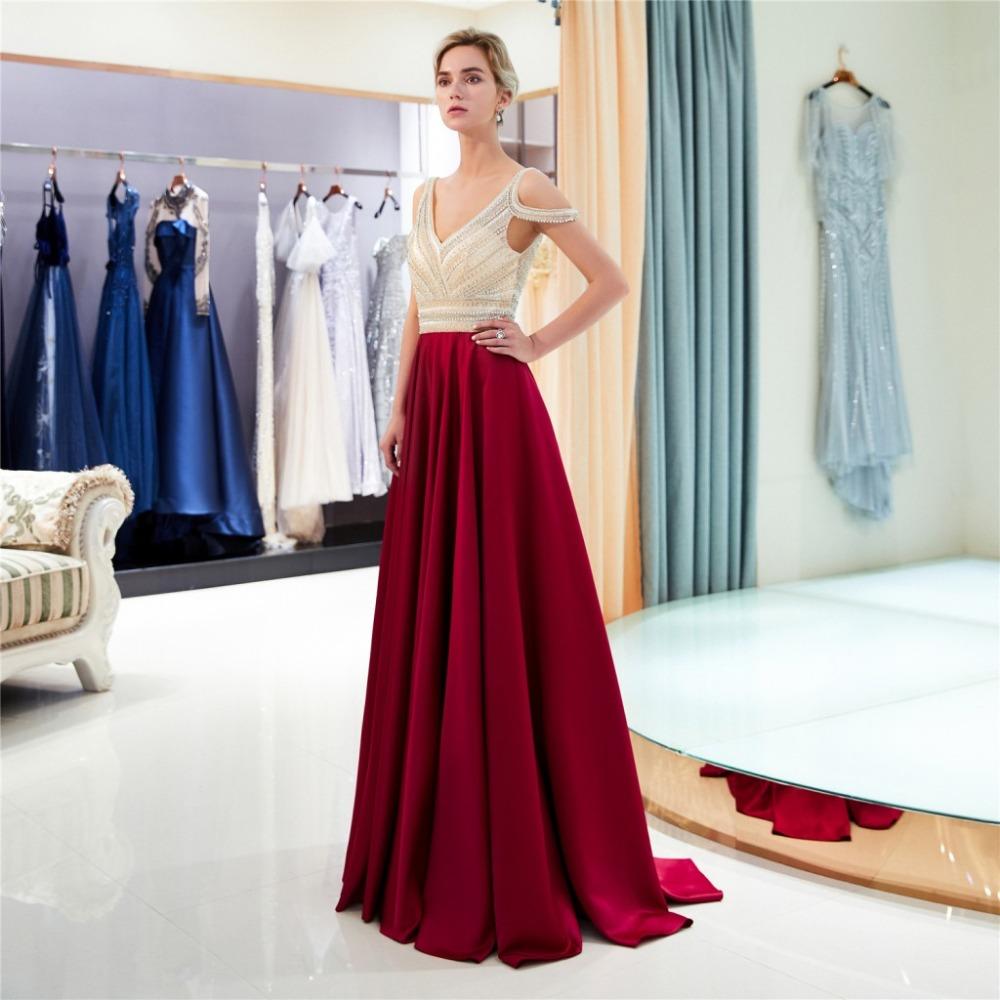 A Linie Cold Shoulder Ballkleid Abendkleid V Ausschnitt Rückenausschnitt  Lang Weinrot Satin Perlen