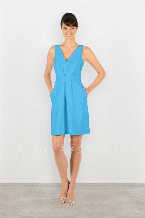 etuikleid blau und tasche