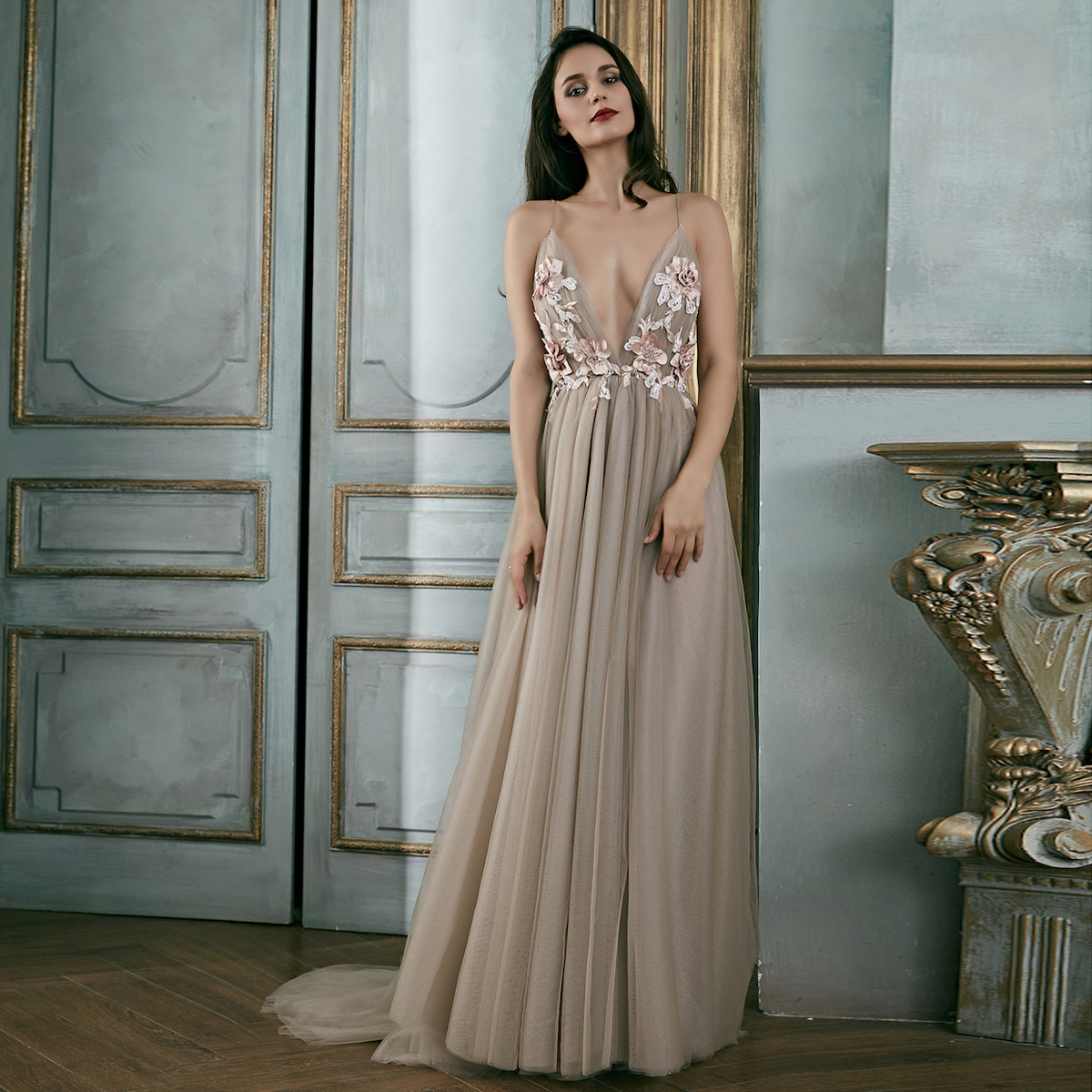 Elegante Rückenfreies Abendkleid Ballkleid Spaghettiträger Tiefer V  Ausschnitt Lang Taupe Tüll Blumen