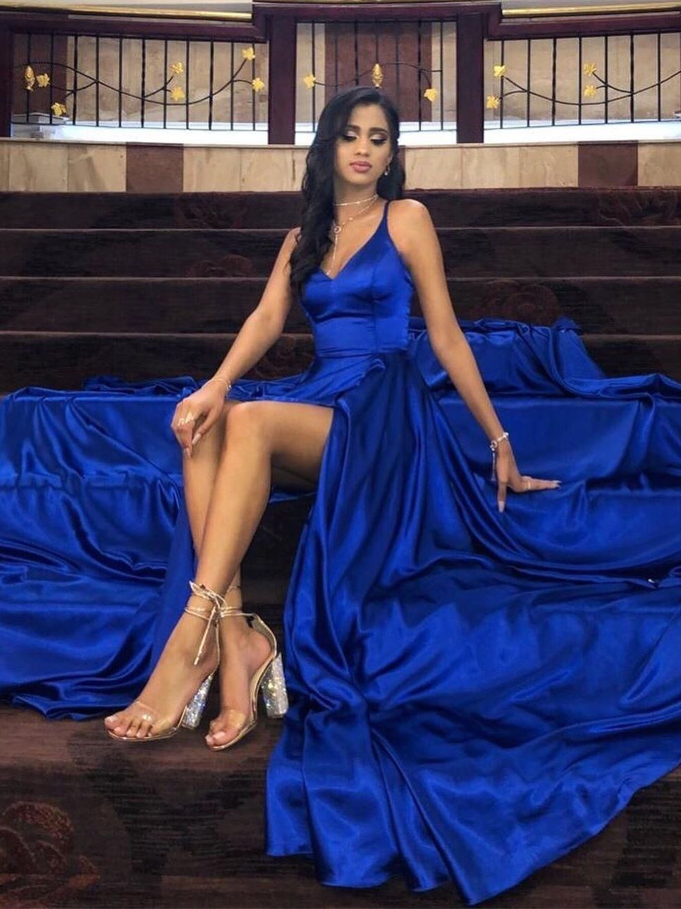 schöne abendkleid lang royalblau seide mit schlitz spaghettiträger v  ausschnitt